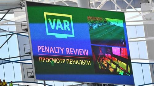VAR là một nét mới ở World Cup.