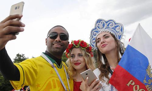 Sự thân thiện của khán giả trong và ngoài sân là một điểm cộng, làm tăng thêm mức độ thành công của World Cup 2018.