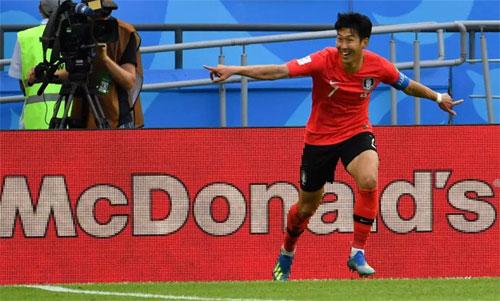 Son ghi bàn trong trận thắng Đức 2-0. Ảnh: Reuters
