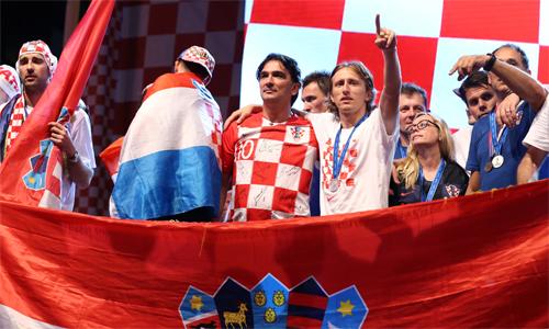 Dalic phản đối gay gắt việc các chính trị gia lợi dụng hình ảnh của đội tuyển sau kỳ tích vào chung kết World Cup. Ảnh: Reuters.