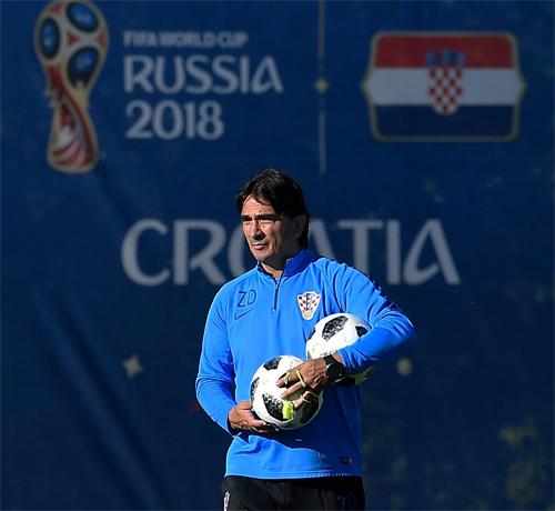 HLV Zlatko Dalic được xem là người hùng quốc gia khi đưa tuyển Croatia đến vị trí Á quân World Cup 2018. Ảnh: HNS.