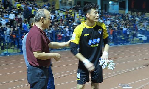 HLV Park Hang-seo than phiền Bùi Tiến Dũng ít được bắt ở V-League
