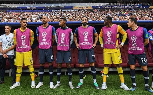Areola (thứ hai từ trái sang) là một trong những dự bị không được vào sân của Pháp tại World Cup.