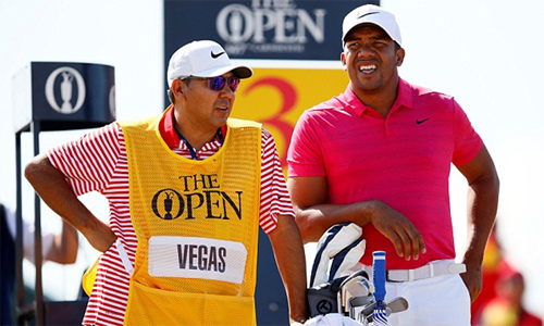 Jhonattan Vegas (phải) lỡ toàn bộ vòng tập luyện ở Carnoustie, và suýt lỡ luôn cả ngày thi đấu chính thức đầu tiên tại The Open năm nay. Ảnh: Reuters.