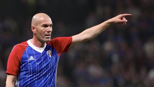 Zidane hiện đang nghỉ ngơi, sau khi từ chức HLV ở Real. Ảnh: AP.