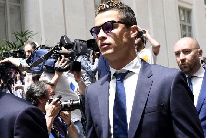 C. Ronaldo chấp nhận hai năm tù treo, nộp gần 16 triệu USD
