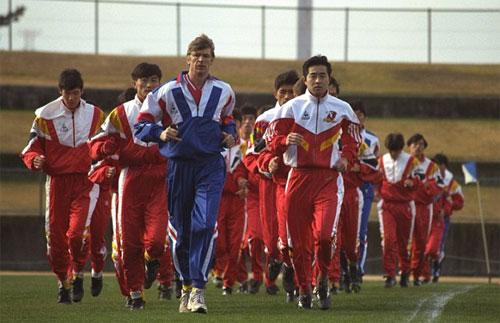 Wenger dẫn dắt Nagoya năm 1995.