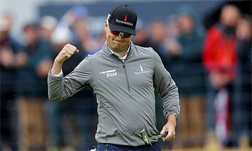 Zach Johnson chơi vòng hai ấn tượng với năm birdie, một bogey để vươn lên đỉnh bảng The Open. Ảnh: Golfdigest.