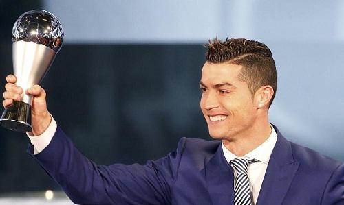 Ronaldo giành giải thưởng The Best 2017. Ảnh: Reuters.