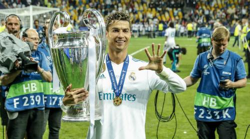 Ronaldo mừng danh hiệu Champions League thứ năm. Ảnh: FFT.