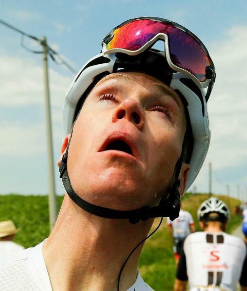 Khiến một số tay đua, trong đó có Chris Froome, bị ảnh hưởng. Ảnh: TdF.
