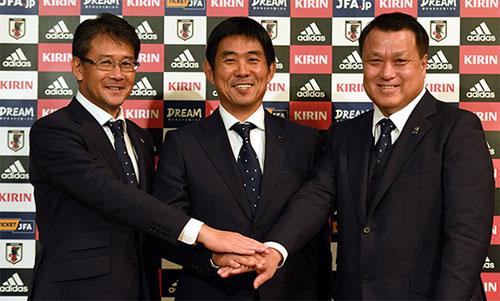 Moriyasu (giữa) là HLV mới nổi của bóng đá Nhật Bản. Ảnh: JFA