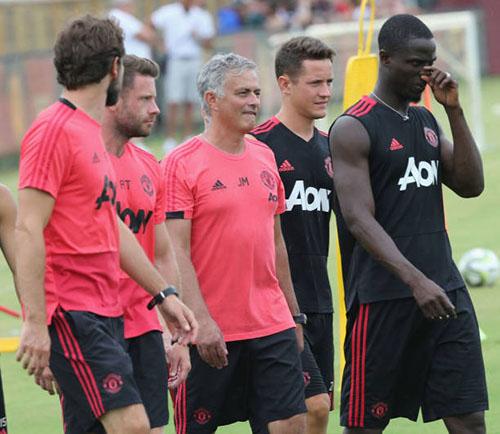 Mourinho muốn có thêm hai tân binh nữa trong hè 2018. Ảnh: Reuters.