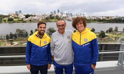 Sarri được lòng các học trò mới ở Chelsea. Ảnh: EPA.