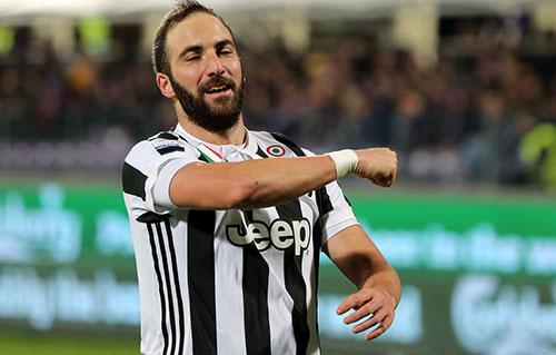 Higuain miễn cưỡng rời Juventus. Ảnh: Reuters.
