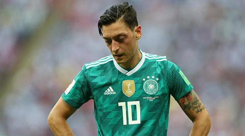 Ozil chia tay tuyển Đức vì mâu thuẫn với lãnh đạo liên đoàn. Ảnh: Reuters.