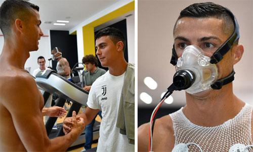 Ronaldo kiểm tra thể lực (phải) và gặp gỡ Dybala.