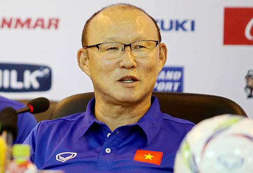 HLV Park Hang-seo cho biết mục tiêu hiện tại của Olympic Việt Nam là vượt qua vòng bảng Asiad 2018. Ảnh: Minh Hoàng