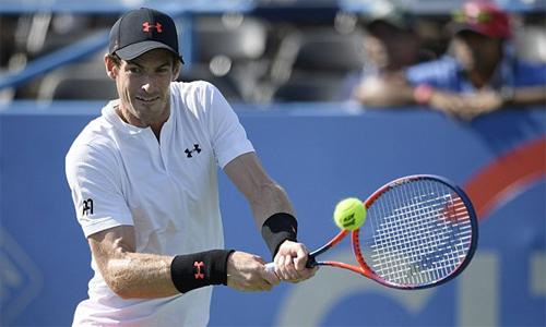 Murray cho thấy thể lực bền bỉ trong trận thắng khó khăn trước Kyle Edmund. Ảnh: AP.