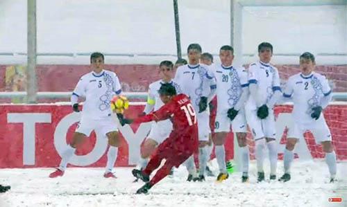 Quang Hải sút tung lưới Uzbekistan trong trận chung kết U23 châu Á.