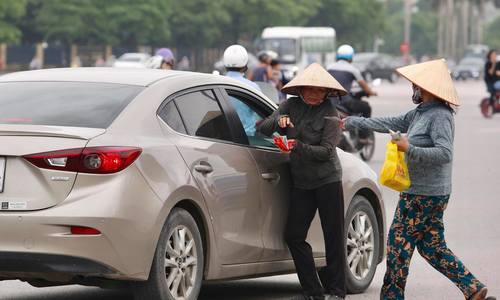 Phe vé lộng hành trước trận đấu của Olympic Việt Nam