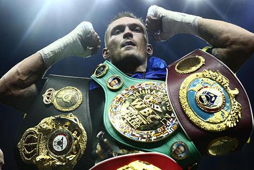 Usyk thống nhất bốn đai vô địch ở hạng cân cruiserweight. Ảnh: AP.