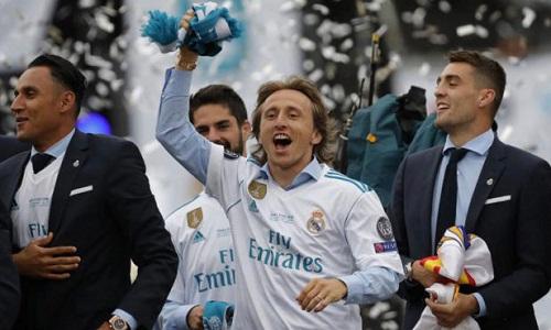 Tuyên bố của Perez chấm dứt những tin đồn xoay quanh tương lai của Modric. Ảnh: Marca.