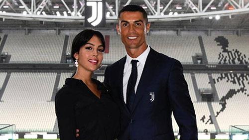 Ronaldo và bạn gái cùng ngừng theo dõi Real. Ảnh: Reuters.