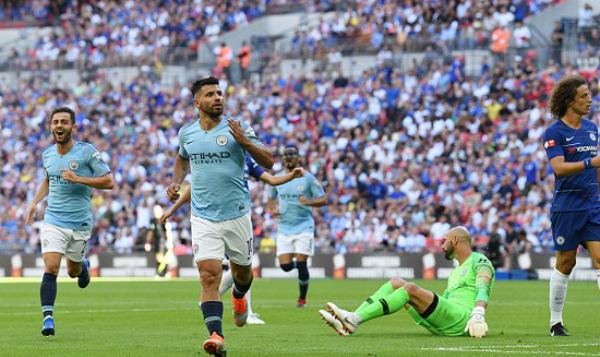 Aguero trừng phạt Chelsea với bản lĩnh của một chân sút hàng đầu thế giới. Ảnh:Reuters.