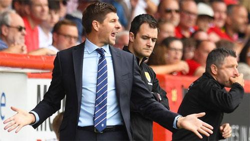 Gerrard (trái) mất hai điểm trong gang tấc.