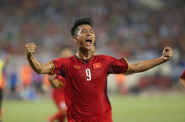 Niềm vui của tiền vệ 22 tuổi sau bàn thắng gỡ hòa. Ảnh: Lâm Thỏa.