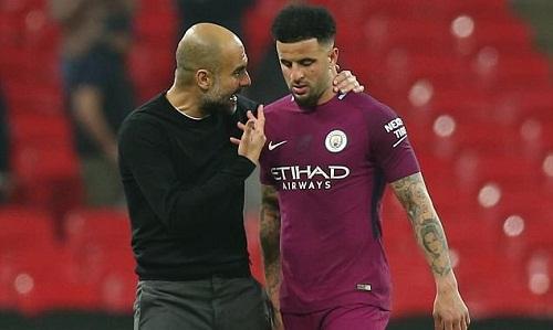 Walker tự rút ngắn kỳ nghỉ để tham dự trận tranh Siêu Cup Anh. Ảnh: Man City.