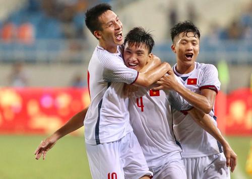 Olympic Việt Nam dùng hai đội hình khác nhau, đều thắng Palestine (2-1) và Oman (1-0).