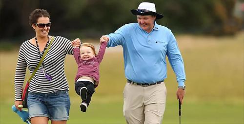 Vợ và hai con gái của Lyle nhận được sự giúp đỡ tích cực từ các golfer trên toàn thế giới. Ảnh: PGA Tour.