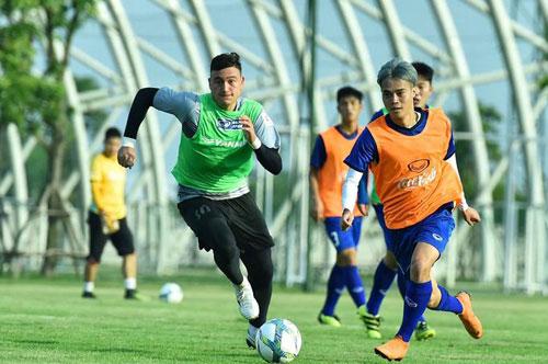 Cầu thủ Việt Nam luyện tập cho Asiad 2018. Ảnh:Giang Huy.