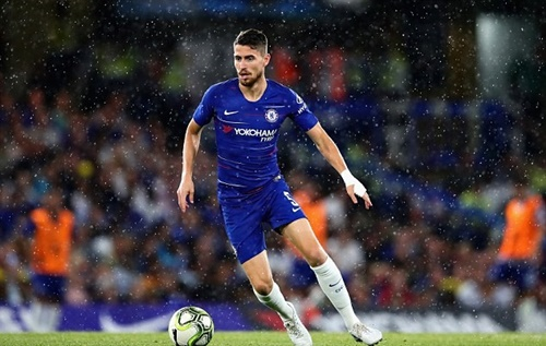 Jorginho sẽ là thủ lĩnh hàng tiền vệ của Chelsea. Ảnh: Reuters.