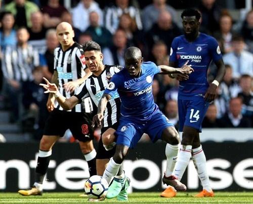 Kante được đánh giá là tiền vệ đẳng cấp thế giới của Chelsea. Ảnh: Reuters.