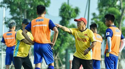 HLV Park Hang-seo cho biết mục tiêu của Olympic Việt Nam là vượt qua vòng đấu bảng tại Asiad 2018. Ảnh: Giang Huy