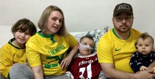 Gia đình có hai em bé mắc bệnh hiếm.