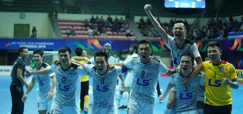 Đội bóng của bầu Tú hân hoan sau khi giành chiến thắng lịch sử trên đất Indonesia.Ảnh: AFC.