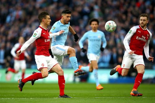 Arsenal (đỏ trắng) có thành tích đối đầu không tốt với Man City gần đây.