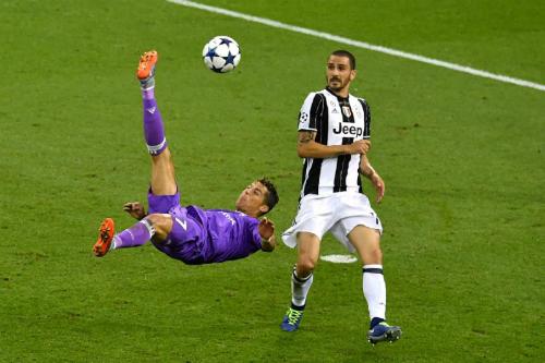 Bonucci từng là nạn nhân của Ronaldo. Ảnh:Reuters.