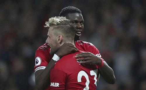 Pogba và Luke Shaw là hai cầu thủ mang về chiến thắng đầu tiên cho Man Utd ở mùa giải mới. Ảnh:AP.