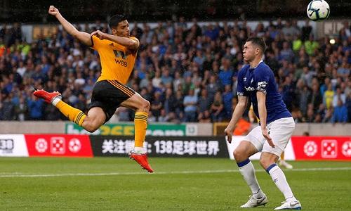 Tân binh Raul Jimenez thi đấu năng nổ vàgóp công với bàn ấn định tỷ số cho Wolves. Ảnh: Reuters.