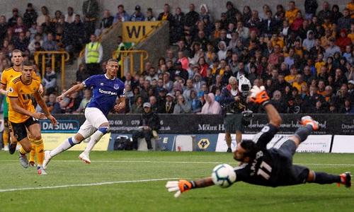 Richarlison ghi hai bàn ngay trong trận đầu khoác áo Everton tại Ngoại hạng Anh. Ảnh: Reuters.