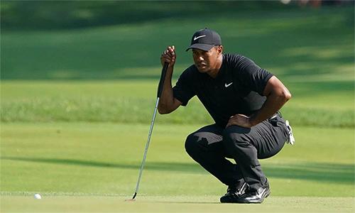 Tiger Woods thi đấu tổng cộng29 hố trong một ngày, nhưng đạt thành tích ấn tượng với tám gậy dưới chuẩn. Ảnh: USA Today.
