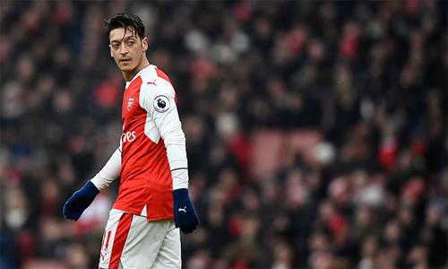 Mesut Ozil – bài toán hóc búa của Arsenal mùa mới