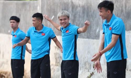 Olympic Việt Nam tập thể dục buổi sáng tại Indonesia