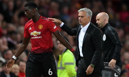 """Alan Shearer: """"Mourinho nên ngừng than vãn"""""""