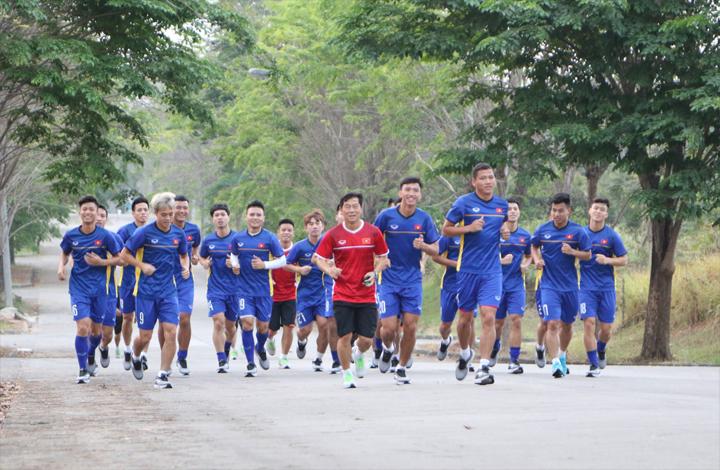 Sau một ngày nghỉ ngơi, hôm nay thầy trò HLV Park Hang-seo mới bắt đầu bước vào tập luyện trên đất Indonesia. Ảnh:Đức Đồng.